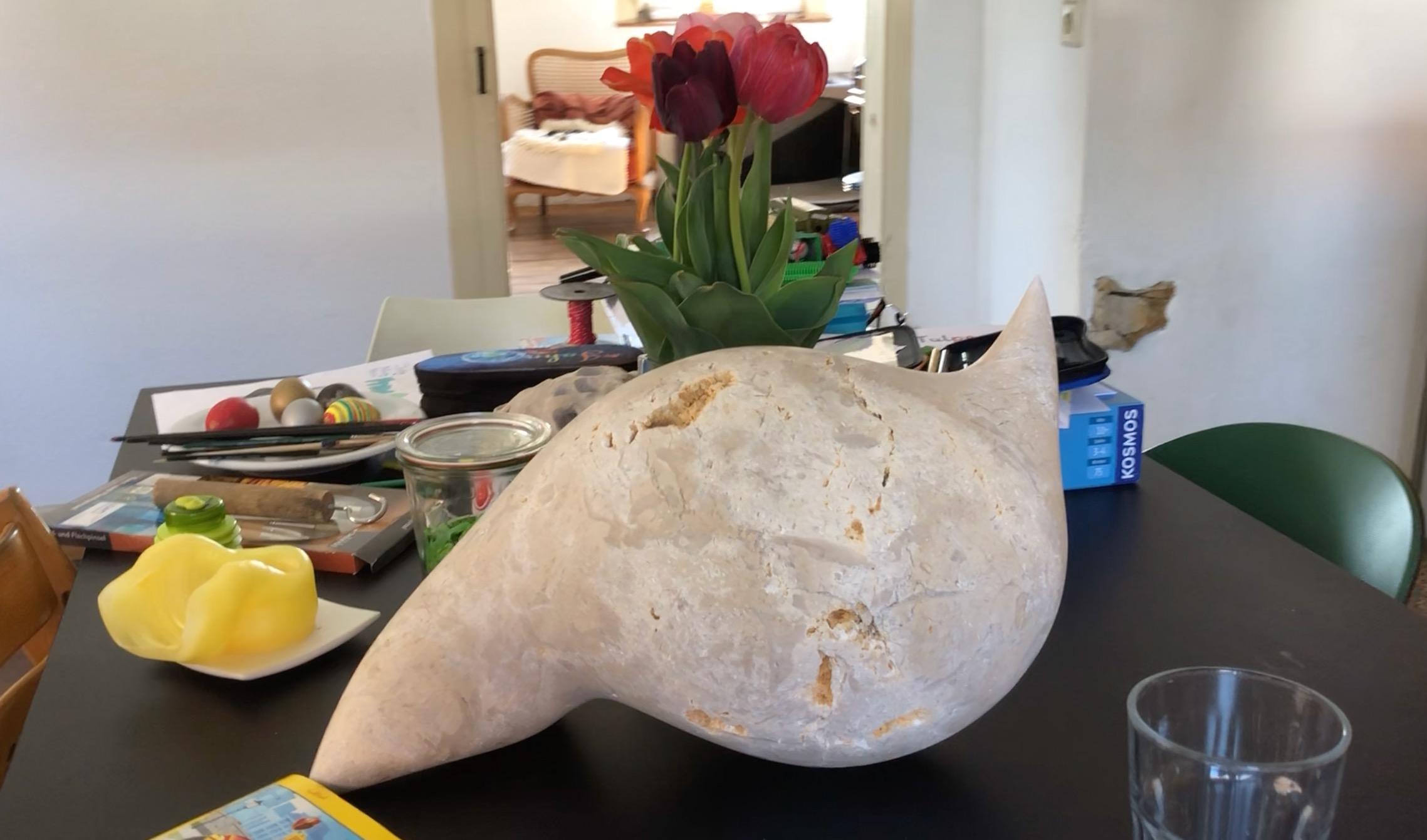 Skulptur zu Tisch – Die Wahrheit über unseren Tisch